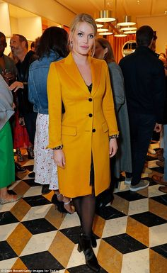 Perfect look: Lady Kitty Spencer was dressed to impress on Saturday as she sported a classic mustard yellow trench coat to attend Tod's Sloan Apartment Boutique cocktail bash Royal Fashion, Timeless Fashion, Love Fashion, Princess Diana Niece, Color Combinations For Clothes, Colour Combinations, Yellow Trench Coat, Kitty Spencer, Royal Clothing