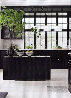43 Dramatic black kitchens that make a bold statement - architecture and design Home Interior, Kitchen Interior, Interior Architecture, Interior Decorating, Decorating Tips, Interior Ideas, Black Architecture, Interior Livingroom, Interior Modern