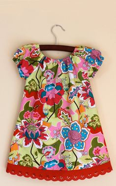 GROOVY FLORAL Graphic floral jacquards and intarsias explode on the surface with allover patterns and supersized scale. Execute in tactile terry and slubbed yarns with energetic color combinations for maximum impact. Little Girl Dresses, Girls Dresses, Summer Dresses, Moda Fashion, Girl Fashion, Retro Dress, Baby Sewing, Clothing Patterns, Baby Dress