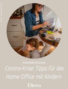 Deutschlandweit schließen Schulen und Kitas. Beschäftigte werden ins Home Office geschickt. Aber was, wenn dort Kinder darauf warten, beschäftigt zu werden? Wir haben (ebenfalls im Home Office!) Links und Tipps gesammelt, die uns den neuen Arbeitsalltag leichter machen.