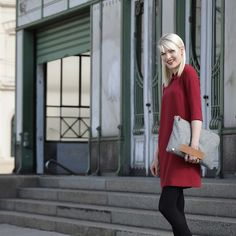 Look of the day: Beautiful red dress by laptop sleeve made out of merino wool by ♡ ⠀ via Beautiful Red Dresses, Modern Outfits, Laptop Case, Elegant, Vienna, Making Out, Laptop Sleeves, Merino Wool, Leather Skirt