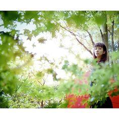【seiko_awako】さんのInstagramをピンしています。 《#Nikon #NlKKOR #photo #portrait #pic #igersJP #ig_japan#igersjp_fb#Japanese#instagram#photography#igportrait#actress#RECO_ig #tokyocameraclub #japan_camera#ポートレート #ニッコール#ポートレイト #ファインダー越シノ世界 #ファインダー越しの私の世界#女性ポートレート #役者#人物写真#東京カメラ部#森林#紅葉#赤#傘》