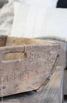 { Svenngården: Skattejakt } Wooden Crates, Wooden Bowls, Vintage Crates, Weathered Wood, Old Antiques, Simple House, Wood Boxes, Wabi Sabi, Natural Linen