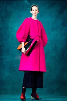 The complete Delpozo Pre-Fall 2017 fashion show now on Vogue Runway. Pink Fashion, Fashion 2017, Runway Fashion, Fashion Show, Fashion Design, Fashion Trends, Street Fashion, Looks Style, My Style