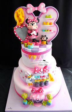 Dolce Dita added 535 new photos to the album: Mes gâteaux — with Sandrine Mathieu and Christelle Giraudon Barbeault. Torta Minnie Mouse, Mickey And Minnie Cake, Bolo Mickey, Minnie Mouse Cookies, Minnie Mouse Birthday Cakes, Mickey Cakes, Torta Angel, Fantasy Cake, Bolo Cake