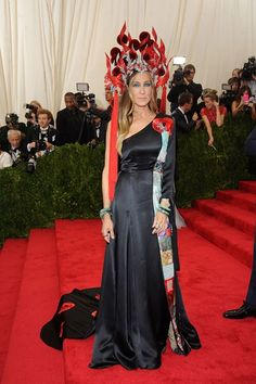 Diana, Princess of Wales, Jackie O, Beyoncé, and more — Vogue looks back at 25 years of legendary Met Gala looks and most memorable fashion moments and the best Met Gala outfits ever Oscar Dresses, Gala Dresses, Red Carpet Dresses, Nice Dresses, Met Gala Outfits, Dress Outfits, Philip Treacy Hats, Costume Institute, Celebrity Dresses