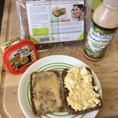 Lunch: 2 snede eiwitrijk bruin getoast brood met 1x slankie Milner kaas, 1 x zelfgemaakte eiersalade (1 hard gekookt ei in stukjes + 1 koffielepel magere dressing)