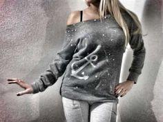 http://www.leichic.it/moda-donna/t-shirt-e-felpe-con-strass-borchie-e-stampe-originali-per-un-natale-alla-moda-28572.html