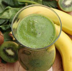 Grüner Smoothie mit Banane, Kiwi, Spinat und Hafermilch Tags: