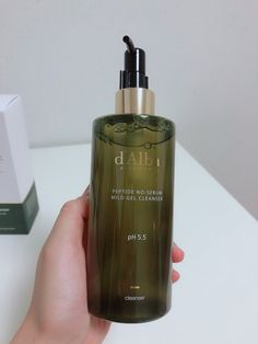 d'Alba Piedmont is a light and mild gel cleanser that's perfect for oily and acne prone skin #dalba #piedmont #kbeauty #cleanser #gelcleanser #phbalanced #phbalancedcleanser #phbalancedskincare #kbeauty #koreanskincare #skincarekorea