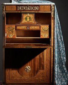 An exquisite secretaire en armoire by Georg Haupt made for the silk manufacturer Schönherr in Stockholm in the 1770's. #haupt #georghaupt #silk #fabric #gustavian #intarsia #marble #inlays #kommerpåklassiska #bukowskis #secretaire