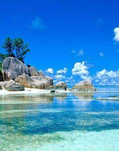 Seychellen - looks like the beach where Moana finds Maui!