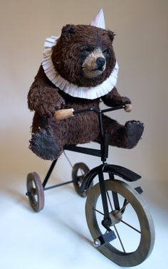This bear hates being on this bike...or maybe it's the frilly collar...he's grumpy!