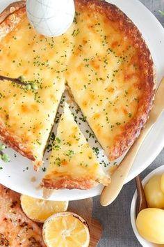 Klassisk ostpaj till varmrätt eller buffé. Denna paj smakar minst lika bra kall som varm. #recipe #easter #påsk #pie