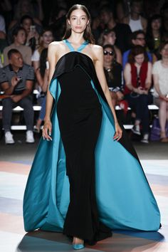 Christian Siriano Spring 2017 Ready-to-Wear Collection Photos - Vogue Couture Fashion, Runway Fashion, Fashion Show, Vogue Fashion, Fashion Art, Christian Siriano, Beautiful Gowns, Beautiful Outfits, Belle Silhouette