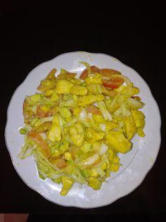 Ensalada de aguacate  -Aguacate -cebolla -tomate -Pollo