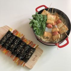 ↬*。゚͏𝖼𝗋𝗎𝗇𝖼𝗁𝖼𝗋𝗎𝗇𝖼𝗁𝗂𝖾𝗌 Korean Street Food, Korean Food, Good Food, Yummy Food, Think Food, Food Goals, Cafe Food, Aesthetic Food, Food Cravings
