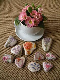 Cómo decorar piedras con servilletas - 6 pasos - unComo