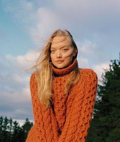 Gemma Ward is styled by Megha Kapoor in cold-weather luxury fashion casual, lensed by James Tolich for Telegraph UK's Autumn Fashion Special. Thick Sweaters, Girls Sweaters, New Fashion, Autumn Fashion, Womens Fashion, Editorial Photography, Fashion Photography, Kids Christmas Outfits, Gemma Ward