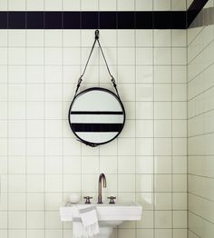 Adnet spejl Gubi - Vi talte om hvor cool (dyrt:-() det kunne være på det lille badeværelse (også på det store for den sags skyld)