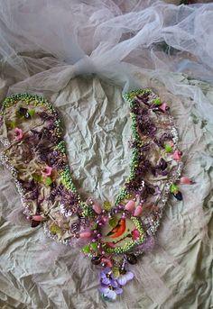 Colier textil cu aer boem Bird In Spring Garden