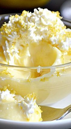 Lemon Mousse : Perfect lemon dessert for spring and summer. This is a great old-… Lemon Mousse : Perfect lemon dessert for spring and summer. This is a great old-fashioned recipe I can't wait to try out! Easy Desserts, Delicious Desserts, Dessert Recipes, Yummy Food, Spring Desserts, Healthy Lemon Desserts, Desserts For Easter, Coctails Recipes, Light Desserts
