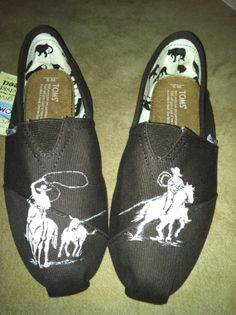 Hand painted team ropers on brown Toms Sock Shoes, Cute Shoes, Me Too Shoes, Shoe Boots, Shoe Bag, Western Wear, Western Shoes, Western Chic, Western Belts