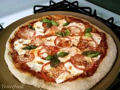 Delicious & healthier Whole Wheat No-Knead Pizza Crust by Yesterfood: yesterfood...  Sweet Wednesday Party Features Delicious & healthier Whole Wheat No-Knead Pizza Crust by Yesterfood: yesterfood.blogsp… Wheat Pizza Dough, Whole Wheat Pizza, Healthy Snacks, Healthy Eating, Healthy Recipes, Healthy Dinners, Yummy Recipes, Recipies, Real Food Recipes