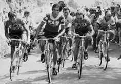 Tour de France 1976. 20^Tappa, 16 luglio. Tulle > Puy-de-Dôme. Raymond Poulidor (1936), Francisco Galdos (1947), Lucien Van Impe (1946), Joop Zoetemelk (1946) e Raymond Delisle (1943-2013). Zoetemelk vincerà la tappa ma non riuscirà a strappare la maglia gialla a Van Impe.