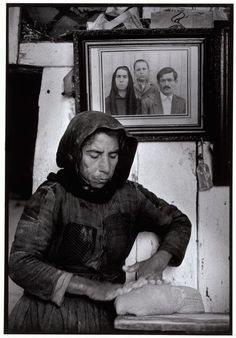Kneading Dough by Constantine Manos - Elounta, Crete. Greece Pictures, Old Pictures, Old Photos, Greek History, Women In History, Greece Photography, Street Photography, Vintage Photographs, Vintage Photos