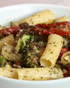 5-Ingredient Pesto Pasta