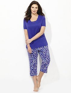 Springtime Daisy Sleep Collection | Catherines Bright sleep tee and coordinating sleep capris in a cheerful print. #catherines #plussize #sleepwear #pajamas #spring