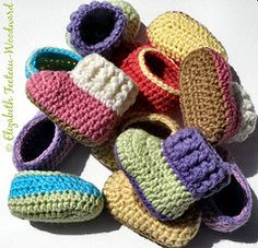 crochet infant bootie-slippers as gifts for the new baby in the family or to give to the local women's shelter--links to a free pattern