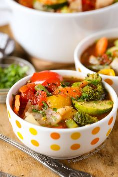 This Weight Loss Vegetable Soup Recipe is one of our favorites! Completely loaded with veggies and flavor and naturally low in fat and calories its the perfect lunch, snack or starter! 0 Weight Watchers points and 21 day fix approved. Weight Loss Vegetable Soup Recipe, Weight Loss Soup, Vegetable Soup Recipes, Veggie Soup, Healthy Soup Recipes, Diet Recipes, Healthy Snacks, Vegetarian Recipes, Healthy Eating