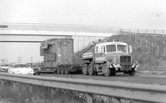 Heavy Duty Trucks, Heavy Truck, Old Lorries, Mode Of Transport, Classic Trucks, The Good Old Days, Axe, Rigs, Cars And Motorcycles