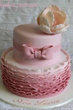 Stunning pink upside down ruffle cake ♥