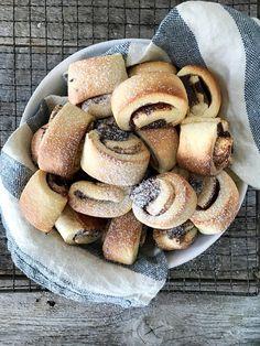 Kanelgifflar eller mini kanelboller om du vil - Mat På Bordet No Bake Cake, Bagel, Mini, Food And Drink, Sweets, Bread, Baking, Desserts, Musica