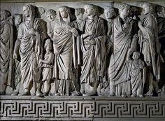 Ara Pacis, lato meridionale: processione dei familiari di Augusto. Si consideri anche il sito www.arapacis.it/...