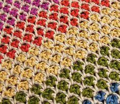 Этот несложный, но эффектный узор для вязания крючком подойдет для сумочек, пледов, корзиночек и даже теплых вещей (жакета, пуловера). Очень прост в выполнении. Убедитесь сами.