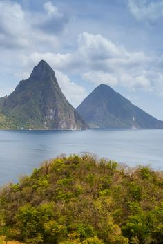 From the iconic twin peaks of the Pitons to the lush banana plantations and idyllic beaches, here are some of the best spots for photography in Saint Lucia. Beautiful Sunrise, Beautiful Beaches, Laying On The Beach, Caribbean Culture, Backpacking Tips, Island Resort, Cruise Vacation, Saint Lucia, Beautiful Islands