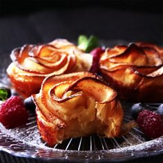 INGREDIENTS sheets puff pastry cup cream cheese 3 tbsp sugar cinnamon 1 apple 1 tbsp lemon juice 3 tbsp water LET'S GET COOKING… Take out the core and thinly slice the apple. Tart Recipes, Apple Recipes, Baking Recipes, Sweet Recipes, Dessert Recipes, Coctails Recipes, Drink Recipes, Just Desserts, Delicious Desserts