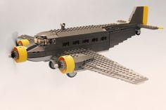 A commissioned model of a Ju 52 Lego Airport, Lego Plane, Lego Ww2, Avion Lego, Steampunk Lego, Us Navy Ships, Lego Builder, Cool Lego Creations, Lego Design
