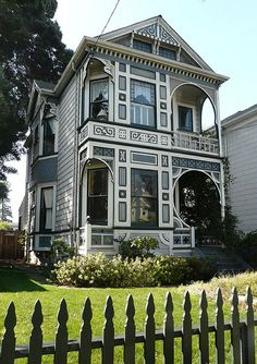 There is beautiful Victorian homes and architecture in Alameda, California! Folk Victorian, Victorian Style Homes, Victorian Houses, Victorian Cottage, Victorian Architecture, Beautiful Architecture, Glam House, Second Empire, Painted Ladies