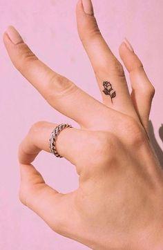 Cute Tattoos For Women, Finger Tattoo For Women, Small Finger Tattoos, Finger Tattoo Designs, Cool Small Tattoos, Little Tattoos, Small Tattoo Designs, Tattoo Designs For Women, Mini Tattoos