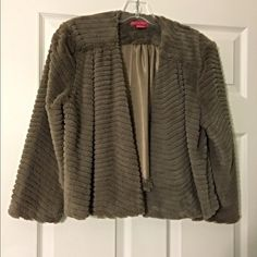 Adorable patterned faux fur cropped swing coat-L Beautiful and warm with intricate detail in this faux fur patterned coat- just stunning! Sunny Leigh Jackets & Coats