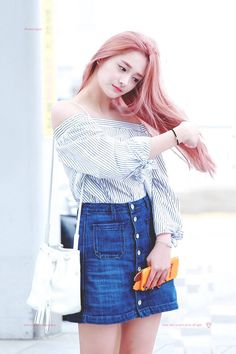 Find images and videos about kpop, ioi and pinky on We Heart It - the app to get lost in what you love. J Pop, Kpop Girl Groups, Kpop Girls, Pop Fashion, Fashion Trends, Daily Fashion, Airport Style, Airport Fashion, Asian Style