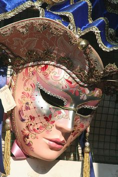 Casanova lusso by Regalmoda - Made in Italy  Regalmoda - Handicraft of quality (Anyone else heard of the giant Casanova costume that is a symbol of Carnival in Venice?)