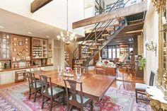A casa, que apareceu no filme Comer, Rezar, Amar, estrelado por Julia Roberts, foi comprada pela cantora, compositora e pianista  Norah Jones. A casa, de estilo clássico e industrial, fica no bairro do Brooklyn, em Nova York, e custou mais de 6 milhões de dólares.