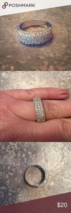 Beautiful CZ stone cocktail ring, NEW Beautiful CZ stone cocktail ring, NEW Jewelry Rings