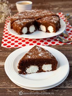 Chocolate Cake and Coconut Balls - be sure to translate to english Coconut Balls, Chocolate Cake, Deserts, Dessert Recipes, Cooking Recipes, Pudding, Favorite Recipes, Lunch, Breakfast